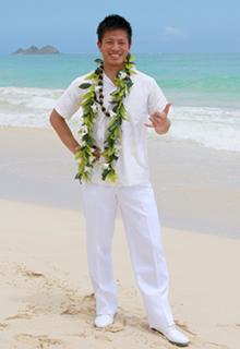 ハワイアンスタイルの新郎衣装