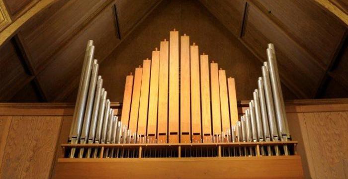 セントクレメンツ教会のパイプオルガン