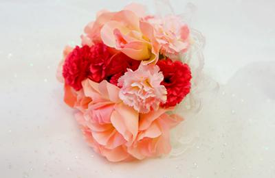 ピンクの造花ブーケ